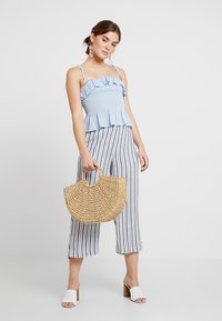New Look - PLAIN SHIRRED BODY FRILL CAMI - Bluser - light blue - 1