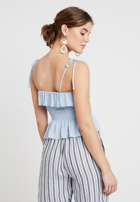 New Look - PLAIN SHIRRED BODY FRILL CAMI - Bluser - light blue - 2