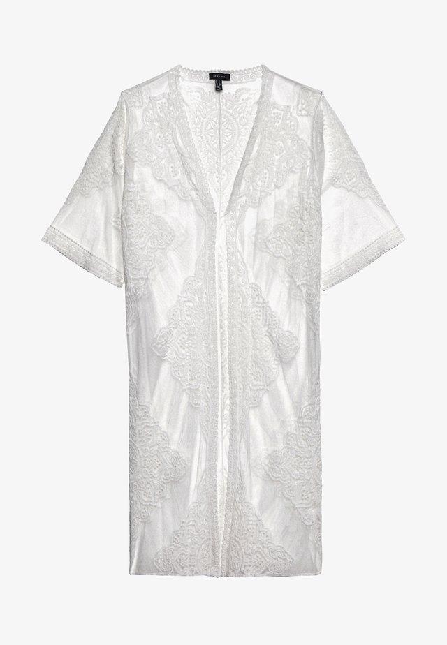 MADDIE KIMONO - Leichte Jacke - white
