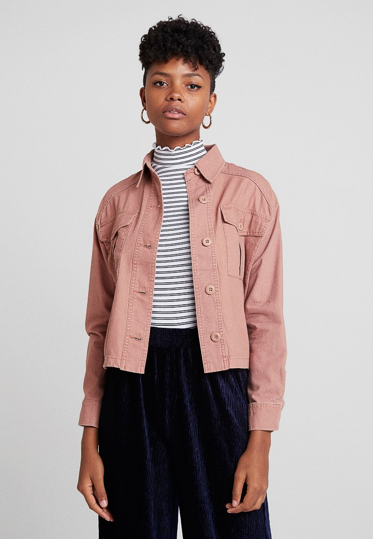 New Look - BONNIE CROPPED UTILITY SHACKET - Leichte Jacke - light pink