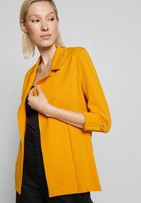 New Look - CREPE - Blazer - dark yellow - 4