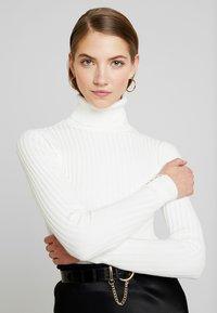 New Look - ROLL - Strikkegenser - off white - 3