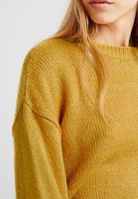 New Look - BOXY STRAIGHT SLEEVE - Strikpullover /Striktrøjer - dark yellow - 4