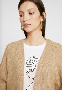 New Look - BATWING CARDIP - Cardigan - camel - 4
