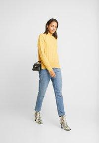 New Look - WIDE SIDE SPLIT STAND NECK JUMPER - Svetr - mustard - 1