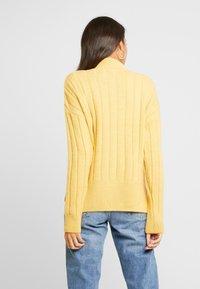 New Look - WIDE SIDE SPLIT STAND NECK JUMPER - Svetr - mustard - 2
