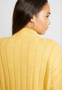 New Look - WIDE SIDE SPLIT STAND NECK JUMPER - Svetr - mustard - 5