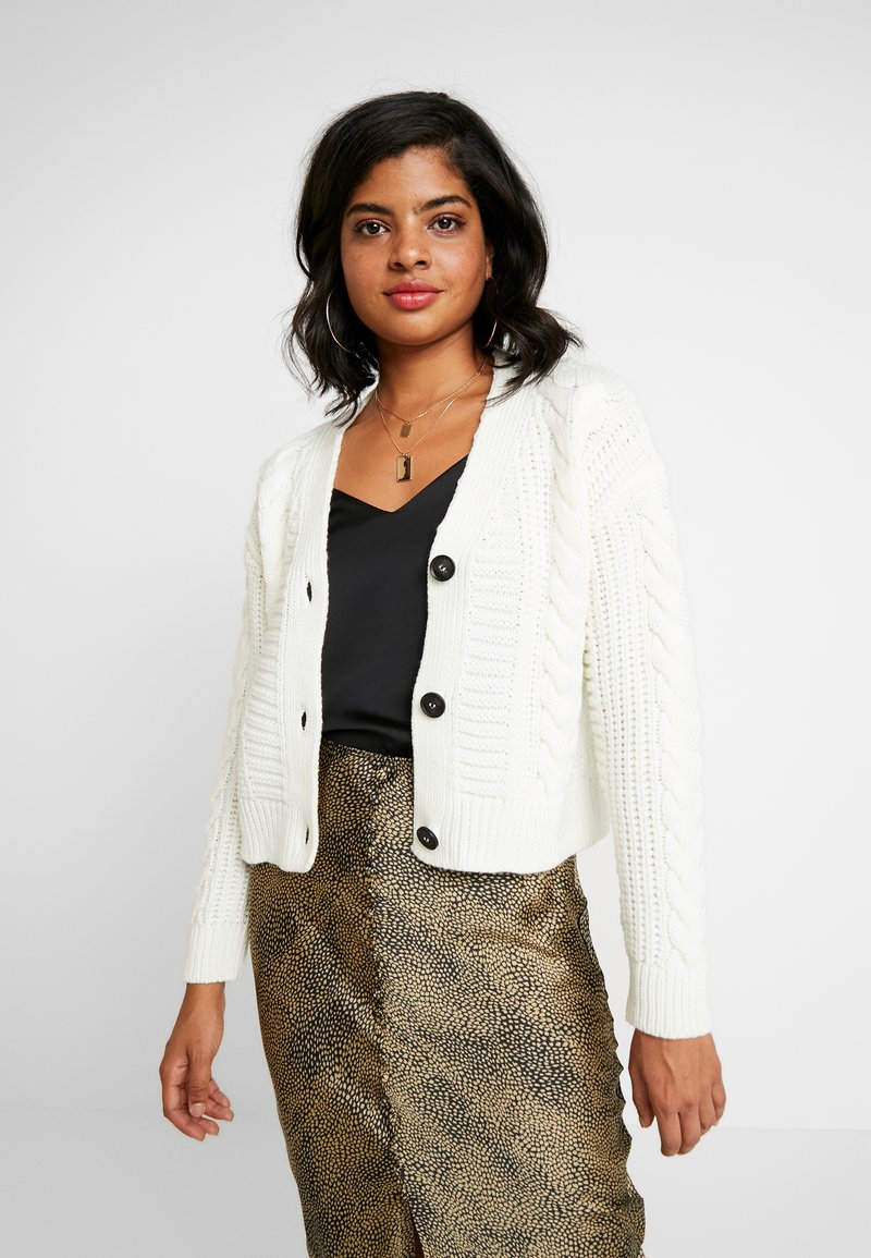 New Look - CABLE CARDIGAN - Cardigan - off white