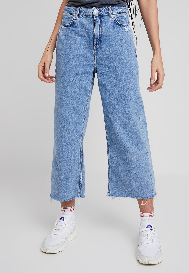 New Look - FRAY HEM WIDE LEG LOUISE  - Relaxed fit jeans - mid blue