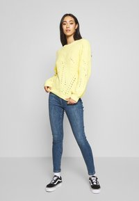New Look - CLEAN DISCO BRANNING - Jeans Skinny - mid blue - 1
