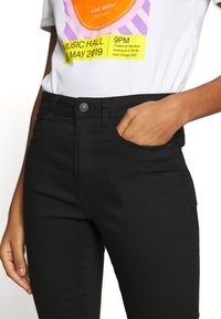 New Look - SUPERSOFT - Jeans Skinny Fit - black - 4