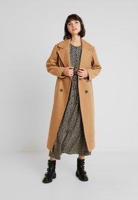 New Look - ARIANA MAXI COAT - Zimní kabát - camel - 1