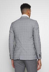 New Look - CHARLES CHECKSUIT - Sako - light grey - 2
