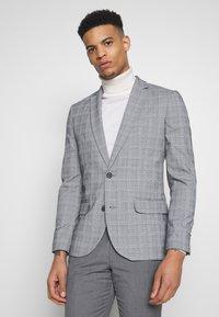 New Look - CHARLES CHECKSUIT - Sako - light grey - 0