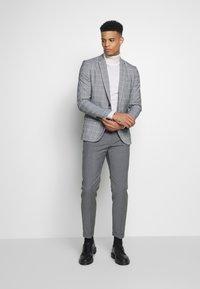 New Look - CHARLES CHECKSUIT - Sako - light grey - 1