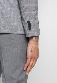 New Look - CHARLES CHECKSUIT - Sako - light grey - 4