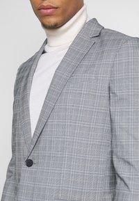 New Look - CHARLES CHECKSUIT - Sako - light grey - 6