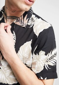 New Look - LEAFY LOUIS - Camicia - black - 5