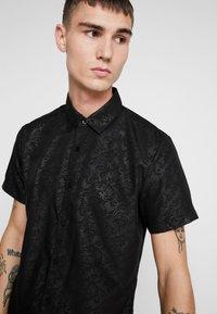 New Look - SATEEN SIMON PRINT - Shirt - black - 4