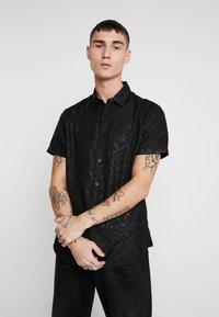 New Look - SATEEN SIMON PRINT - Shirt - black - 0