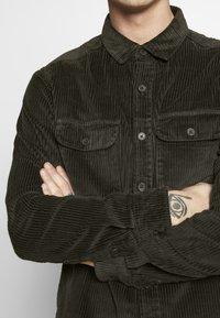 New Look - CHUNKY - Camisa - dark khaki - 4