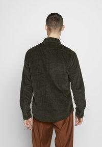New Look - CHUNKY - Skjorta - dark khaki - 2