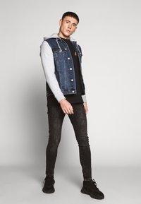 New Look - SLEEVE - Veste en jean - light blue - 1