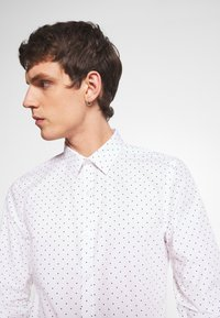 New Look - POLKA DOT - Business skjorter - white