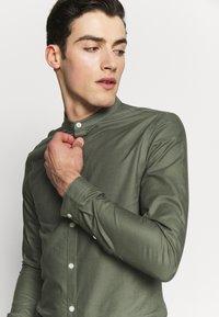 New Look - GDAD OXFORD - Overhemd - dark khaki - 3