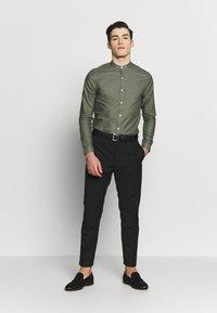 New Look - GDAD OXFORD - Overhemd - dark khaki - 1