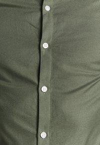 New Look - GDAD OXFORD - Overhemd - dark khaki - 5