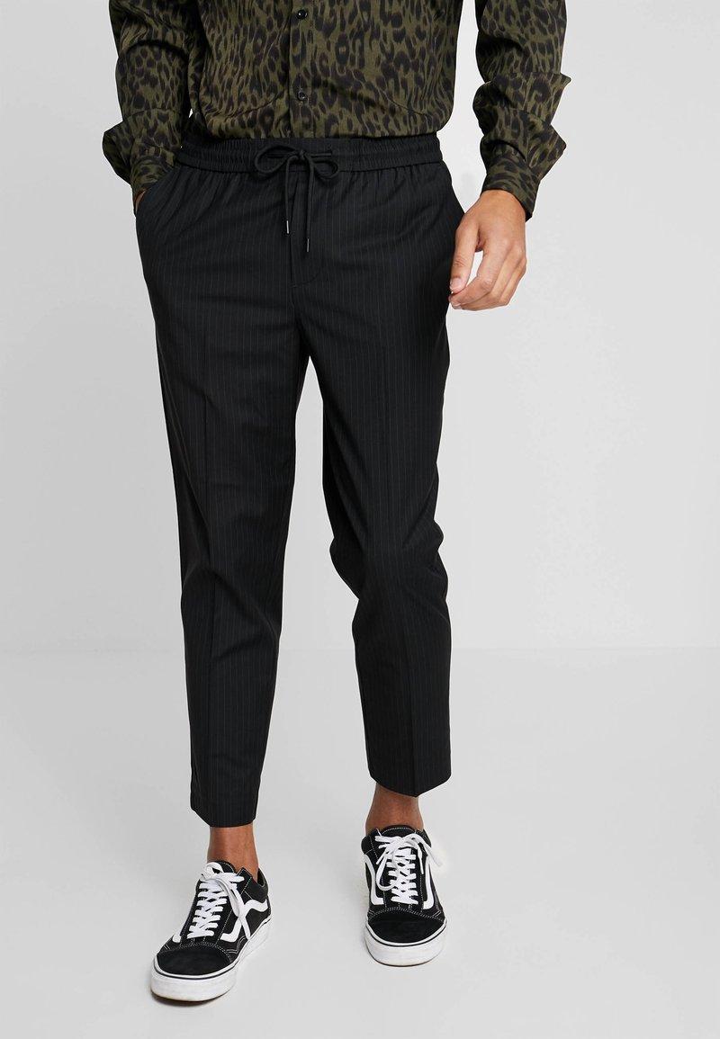 New Look - PIN STRIPE PULL ON - Broek - black