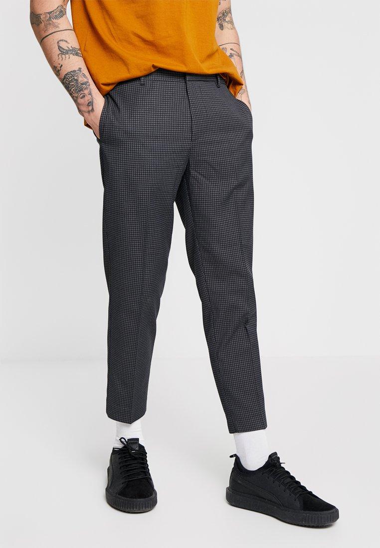New Look - HOXTON MICRO CHECK HALF - Stoffhose - dark grey