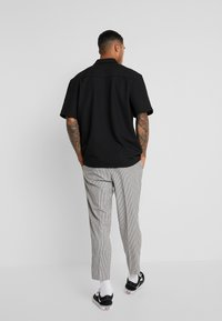 New Look - PHILIP GINGHAM PULL ON - Trousers - stone - 2