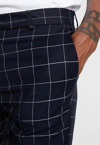 New Look - GRID CHECK CROP - Trousers - navy - 4