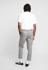 New Look - NEW HAMILTON SLIM CROP - Trousers -  grey - 2