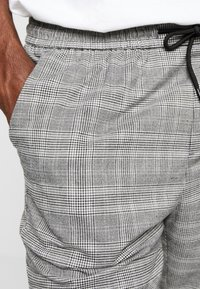 New Look - NEW HAMILTON SLIM CROP - Trousers -  grey - 3