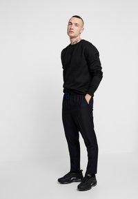 New Look - CROP - Trousers - black - 1