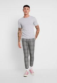 New Look - LARGE SCALE CHECK SKINNY TROUSER - Trousers - mid grey - 1