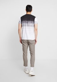 New Look - PUPPYTOOTH TROUSER - Pantalones - brown - 2