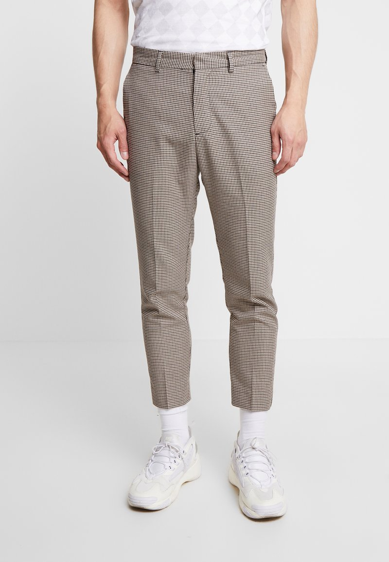 New Look - PUPPYTOOTH TROUSER - Stoffhose - brown