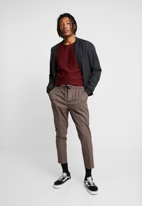 New Look - ASO SMALL CHECK SLIM CROP - Trousers - brown - 1