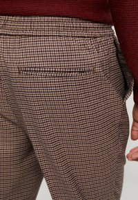 New Look - ASO SMALL CHECK SLIM CROP - Trousers - brown - 5