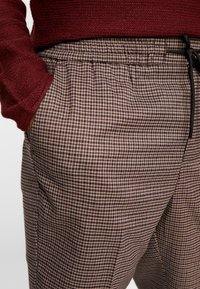 New Look - ASO SMALL CHECK SLIM CROP - Trousers - brown