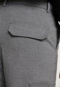New Look - MIDDLETON CHECK CARGO - Cargobukse - light grey - 3