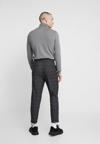 New Look - GEORGE HIGHLIGHT CHECK - Trousers - dark grey - 2