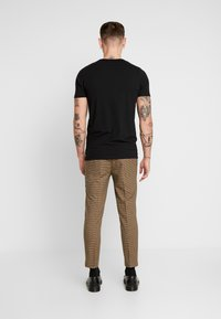 New Look - ARCHIE MINI CHECK  - Pantaloni - camel - 2