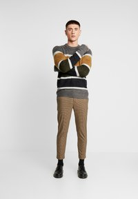 New Look - ARCHIE MINI CHECK  - Pantaloni - camel - 1