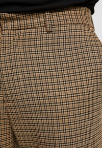 New Look - ARCHIE MINI CHECK  - Pantaloni - camel - 5