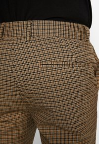 New Look - ARCHIE MINI CHECK  - Pantaloni - camel - 3